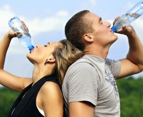 tomar agua adelgazar rapido y estar hidratado