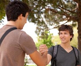Aprender inglés rápido y gratis: Busca personas que hablen inglés