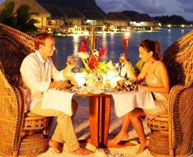Regalos del Día de San Valentín para novias: Cena romántica con vino
