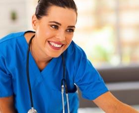 Carreras universitarias mejor pagadas: Enfermera
