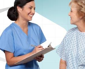 Carreras universitarias mejor pagadas: enfermera de ancianos