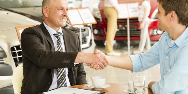 Como ganan dinero los concesionarios de autos financiamiento