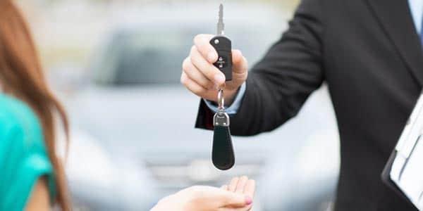Cuanto dinero dar de enganche al comprar un auto cual carro que deseas comprar