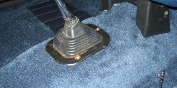 Revisar al comprar un auto usado alfombras nuevas