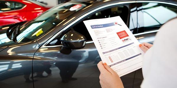 Revisar un reporte de auto antes de comprarlo