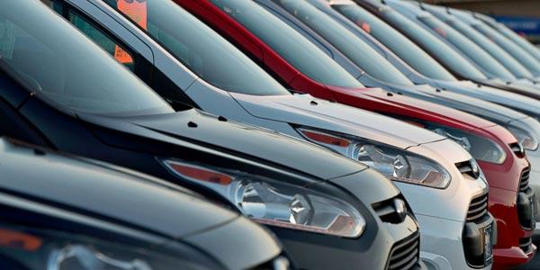 Ahorrar dinero al comprar un auto usado en un periodico local