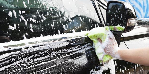Cómo cuidar tu auto del sol: Mantenlo limpio